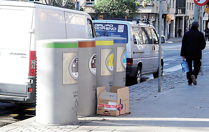 Se recomienda doblar las cajas de cartón e introducirlas en el contenedor correspondiente