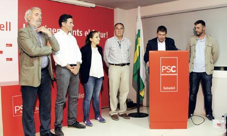 L'alcaldable socialista, Josep Ayuso, es va dirigir als militants del PSC després de conèixer els resultats
