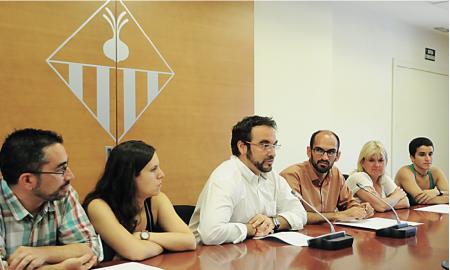 Juli Fernàndez i Maties Serracant acompanyats d'altres membres del nou govern