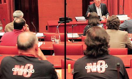 Durant la compareixença hi havia a la sala membres de la plataforma Sabadell Lliure de Corrupció amb samarretes al·lusives al cas. El president de la comissió, David Fernàndez, va acompanyar l'exalcalde a la sala
