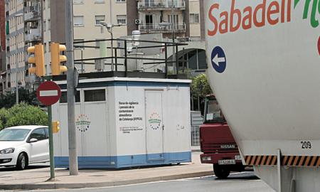 Imatge de l'estació que mesura el nivell de contaminació de l'aire a la carretera de Prats
