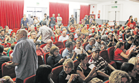 Unes 300 persones van omplir l'auditori en el qual es va celebrar el judici organitzat per Crida per Sabadell