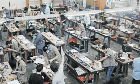 Estudiants de tot Catalunya van participar divendres al concurs de la família professional fusta i moble a l'Institut Escola Industrial