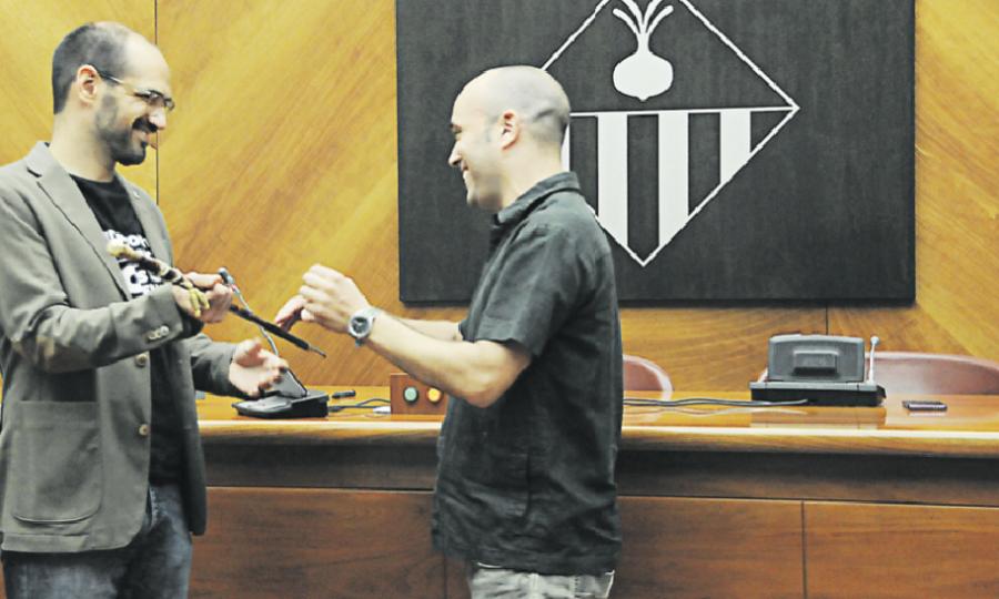 Joan Berlanga va lliurar la vara d'alcalde a Maties Serracant