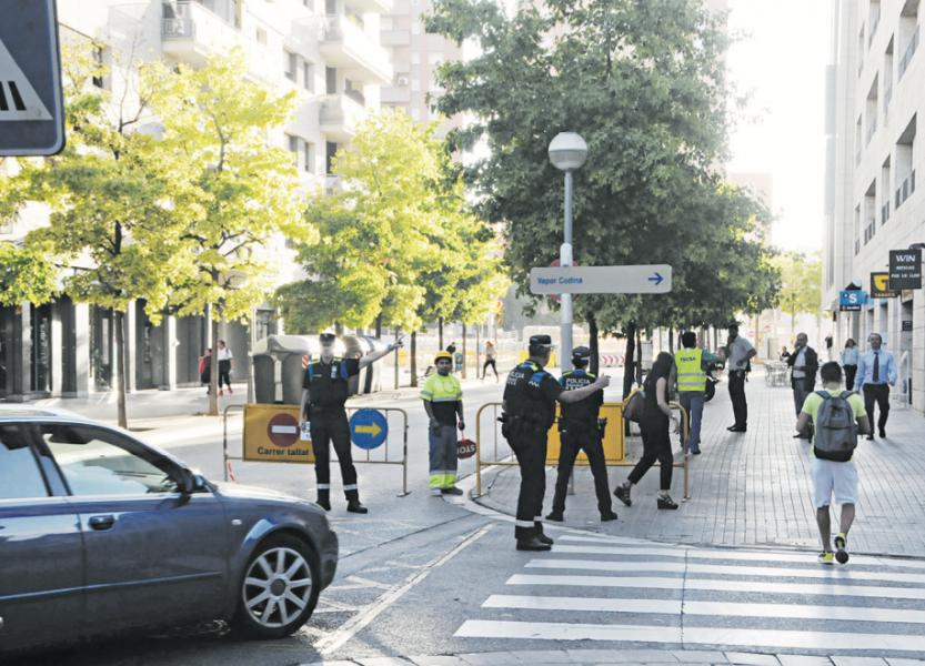 El tall del carrer Tres Creus es mantindrà fins a finals de novembre
