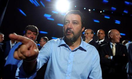 El ministre de l'Interior italià, Matteo Salvini, assenyala amb el dit, en una imatge del 7 de juny a Roma