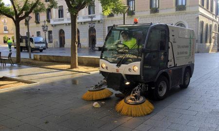 Un equip de neteja d'SMATSA / LLUÍS FRANCO