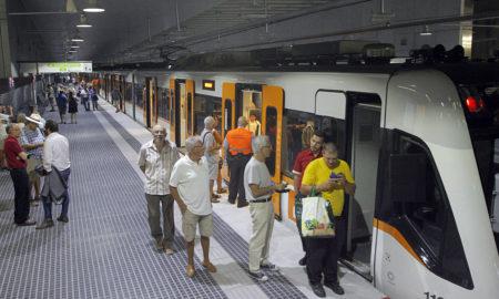 Un tren d'FGC a Can Feu - Gràcia. Foto: Lluís Franco.