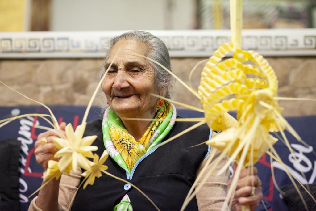 Un cop es treballa el palmó, cal adornar-lo amb elements florals / Victòria Rovira