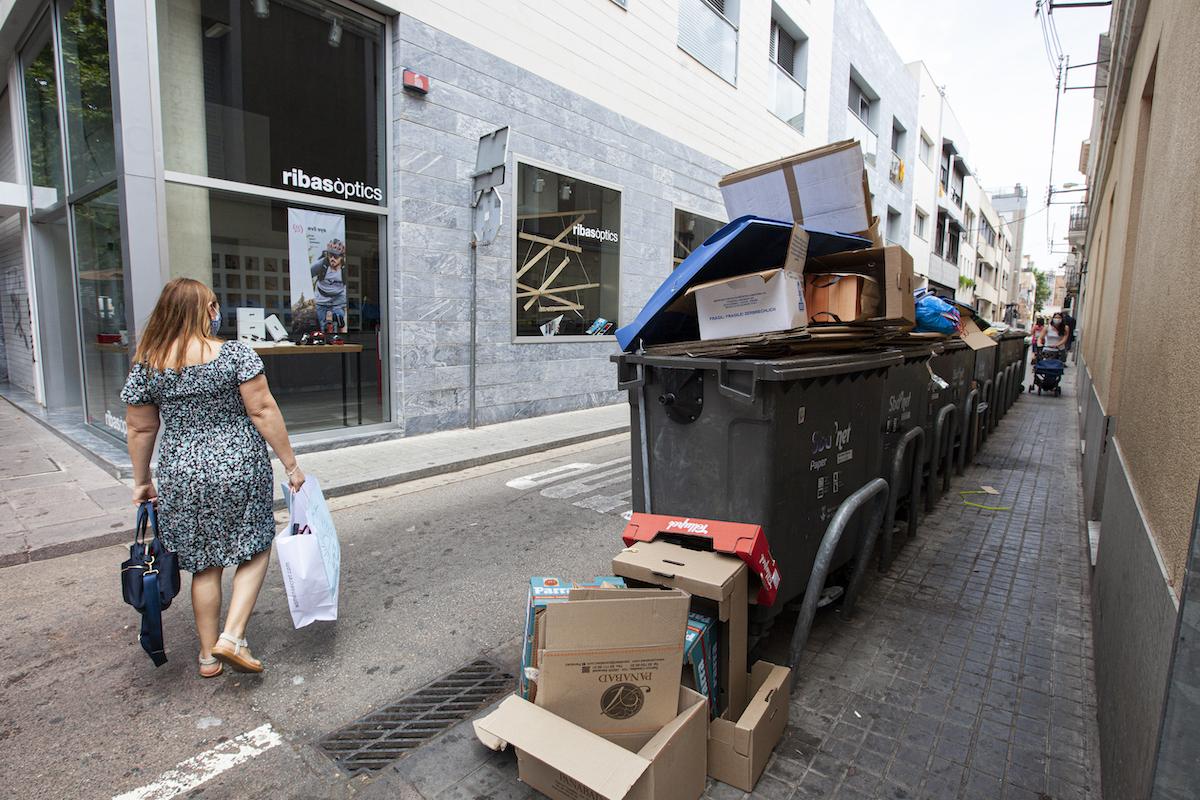 bruticia escombraries smatsa contenidors / V.R.