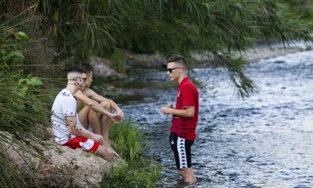 Joves al riu Ripoll / V.R.