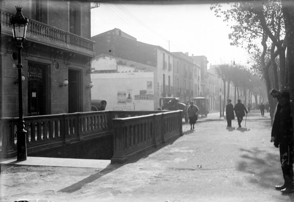 L'accés provisional al mig del passeig de la Rambla (1925)