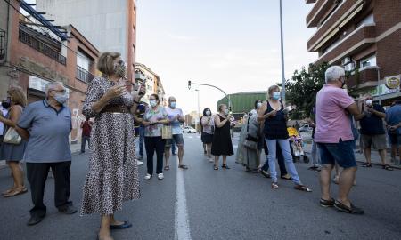 Desenes de veïns es manifesten contra una ocupació conflcitiva a la carretera de Barcelona / V.R.