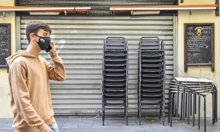 Les restriccions obliguen a bars i restaurants a tancar per frenar els contagis de Covid-19 / Lluís Franco