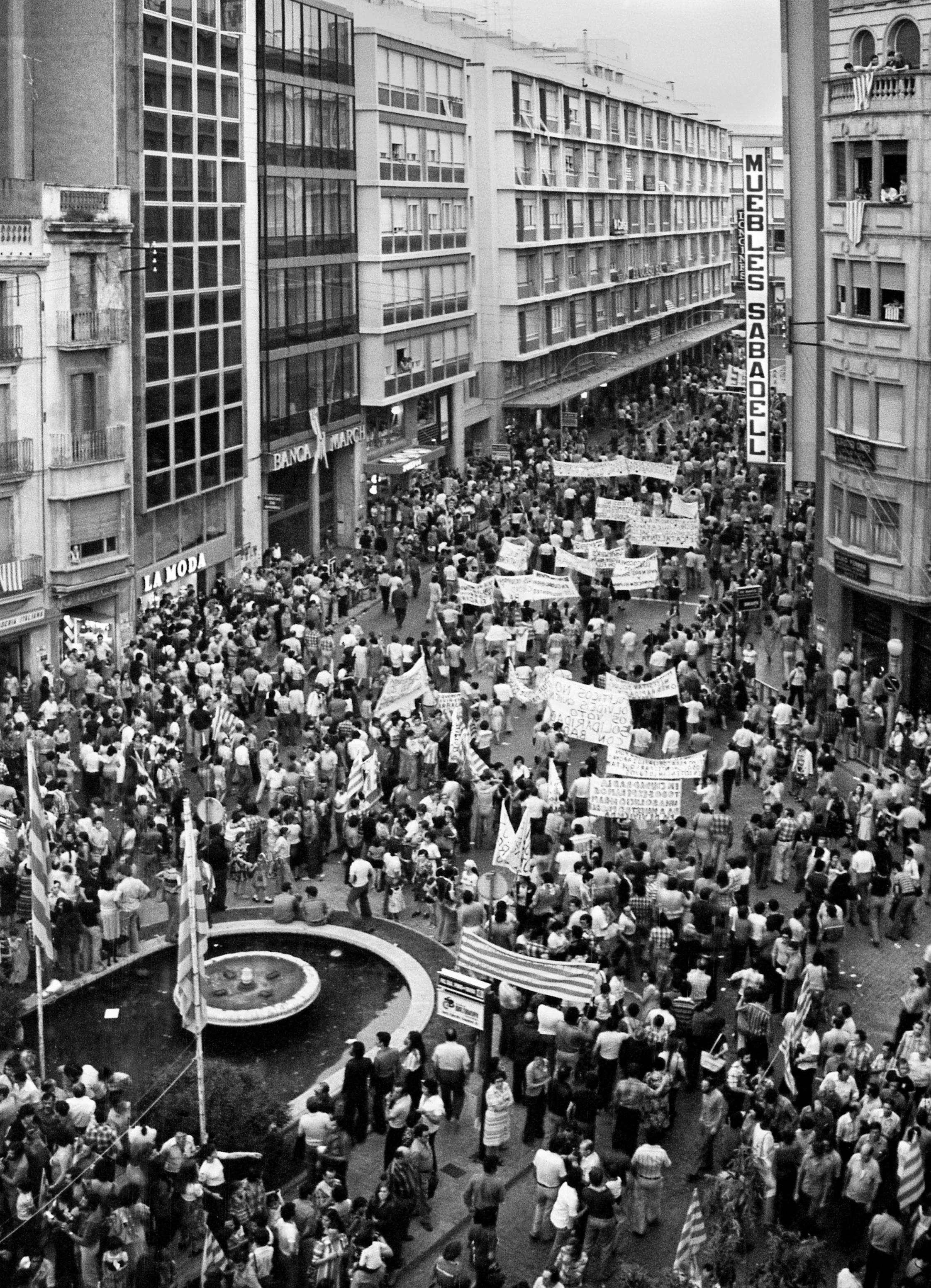 9 - 18359 Mani Eleccions 1977