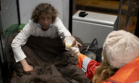 La Unitat d'Emergències Socials (UES) atén les persones sense llar / VICTÒRIA ROVIRA