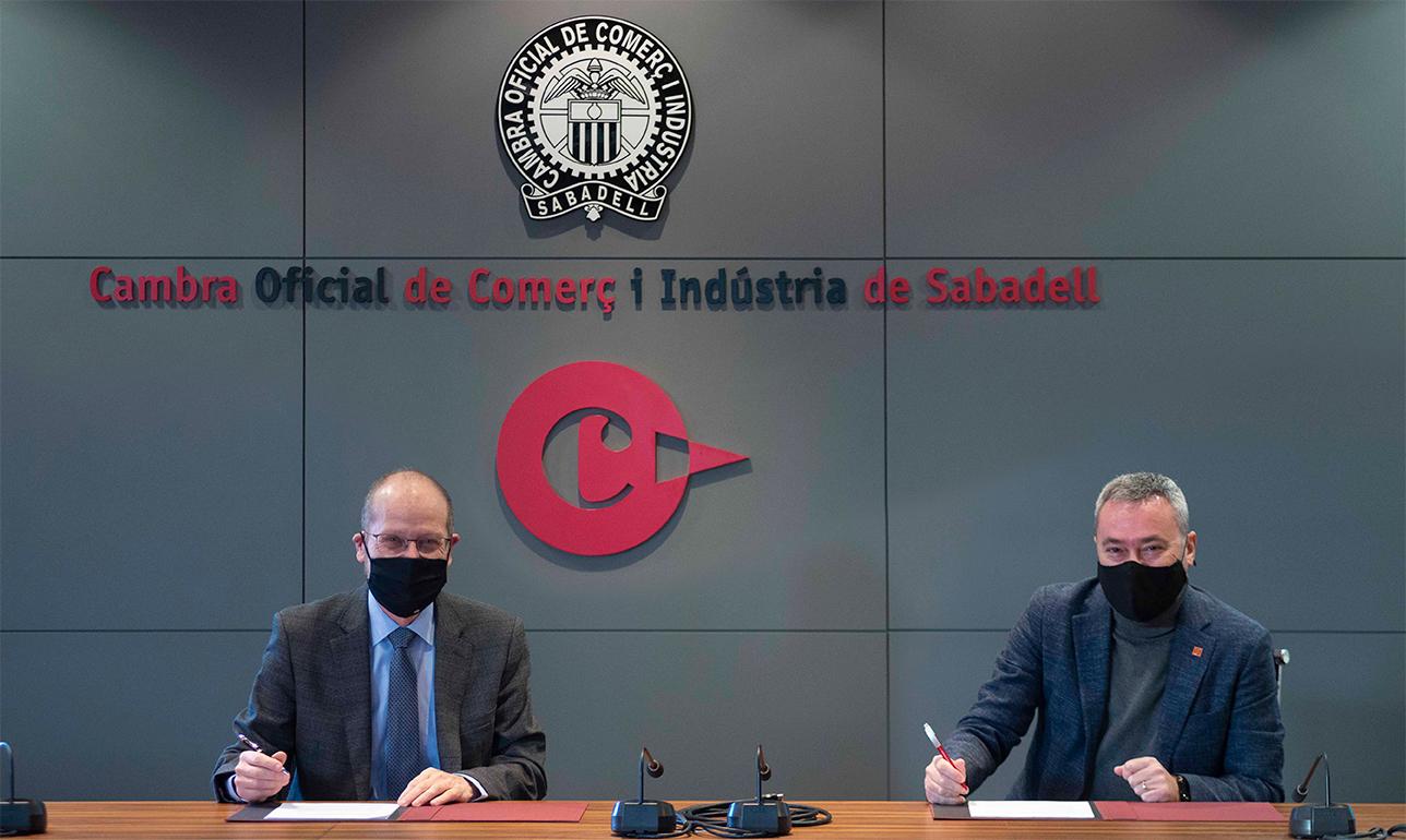 Ramon Alberich i Juan Antonio Fernández, signant l'acord