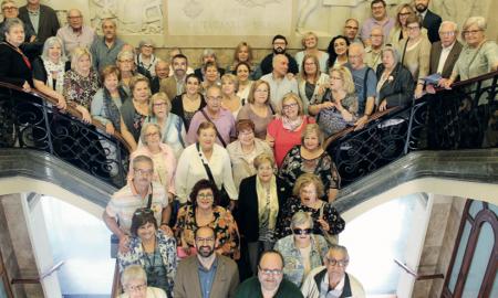Foto de grup de tots els assistents a la recepció celebrada al Saló de Plens