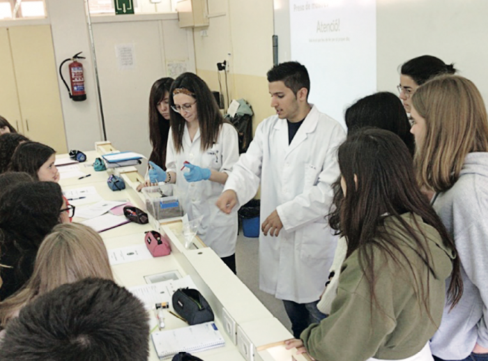 Els estudiants de l'IES Sant Quirze durant la seva sessió de treball
