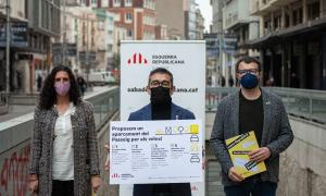 Representants municipals d'Esquerra Republicana a l'entrada del pàrquing del Passeig Manresa | Pau Quintana
