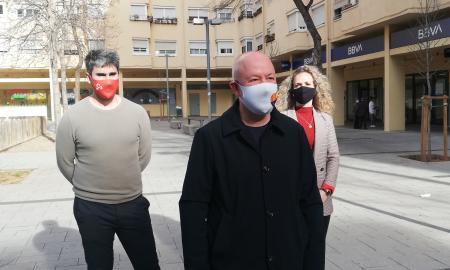Joan García, Sergio Salcedo i Laura Casado, a la plaça dels Castanyers de Can Deu | Toni Alfaro