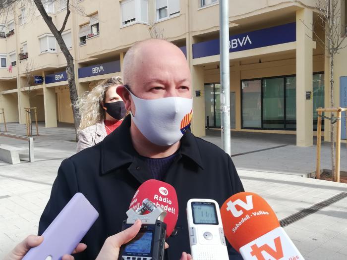 Joan García, de Ciutadans, atenent els mitjans a Can Deu   Toni Alfaro