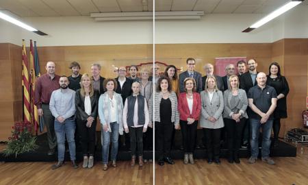 Foto de grup d'alcaldes i exconsellers i expresidents