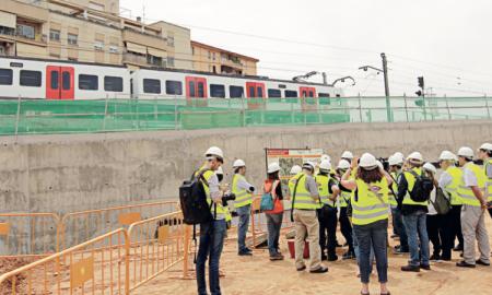 Un grup de periodistes i polítics visiten les obres a Can Feu