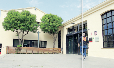 L'edifici del Vapor Llonch on està situat l'Oficina d'Atenció a l'Emprenedor i l'Autònom, que també disposa d'un Punt d'Atenció a l'Emprenedor