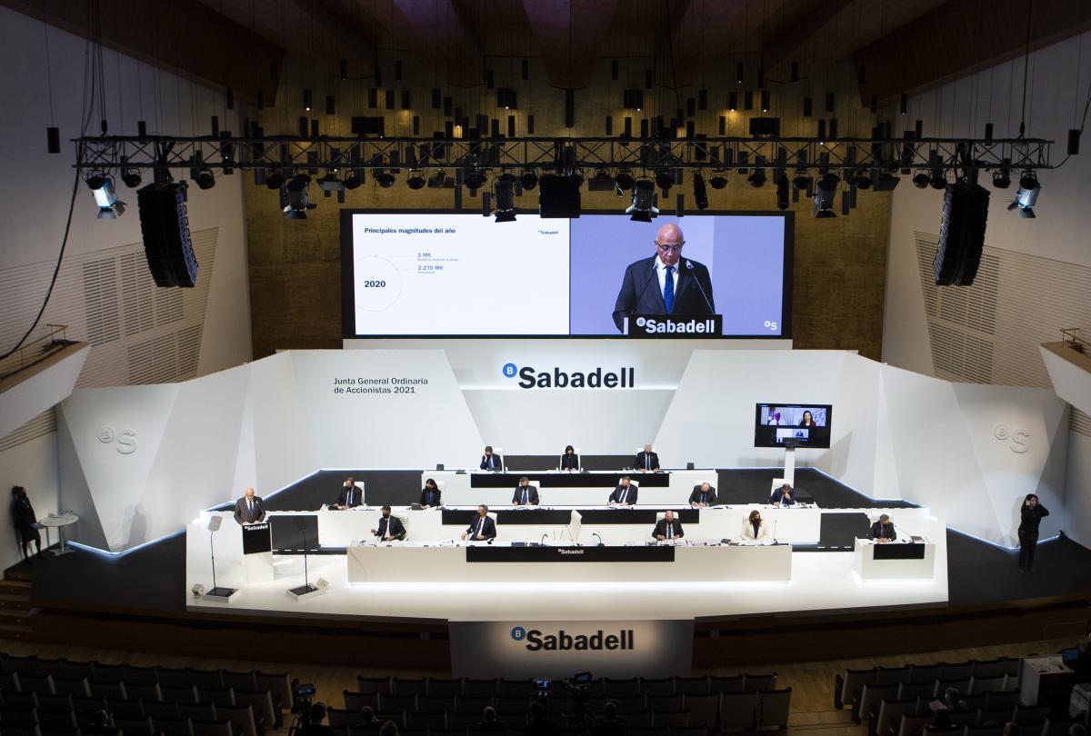 Un moment durant la junta d'accionistes del Banc Sabadell, a l'Auditori de la Diputació d'Alacant / Cedida