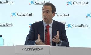 Gonzalo Gortázar, conseller delegat de Caixabank, durant la roda de premsa de la fusió / DS