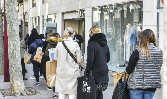 Obren les grans superfícies comercials i els comerços de més de 400 metres quadrats / Lluís Franco