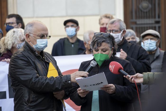 La portaveu de Crida per Sabadell, Nani Valero a la contentració d'aquest vespre 22 d'abril / VICTÒRIA ROVIRA