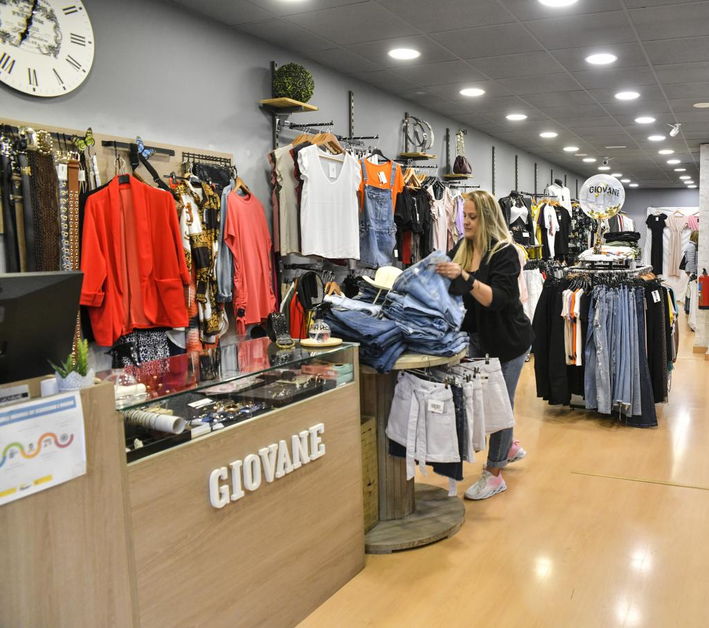 Giovane Apparel & Clothing in Sabadell. Av. de Matadepera, 55
