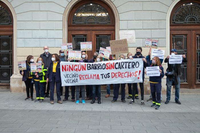 Treballadors de Correus en vaga davant l'Ajuntament / Pau Quintana