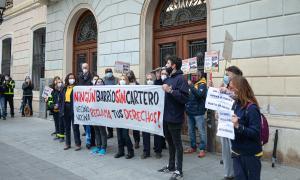 Els treballadors han exposat una pancarta que cridava a un servei digne de Correus / Pau Quintana