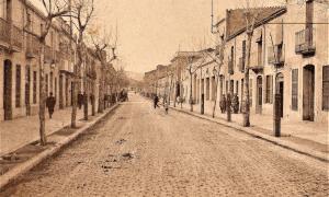 L'avinguda 11 de setembre, a l'alçada del número 12, en una fotografia del 1921 / cedida