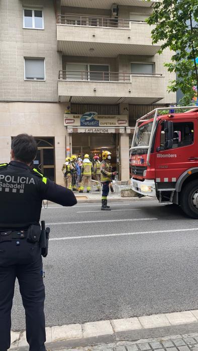 Incendi a la cuina d'un restaurant de l'Eixample per culpa d'una fregidora