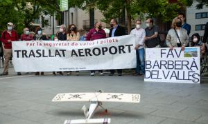 Concentrats per la seguretat de l'Aeroport de Sabadell aquest dilluns / Pau Quintana