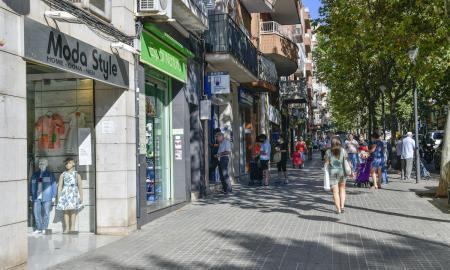 L'avinguda de Matadepera és el principal eix comercial del barri de Ca n'Oriac / lluís franco
