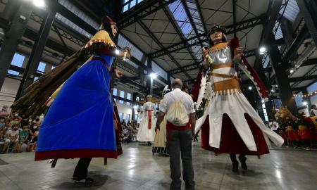 Gegants de Sabadell, dansant a la Fira Sabadell, durant el seguici / Lluís Franco
